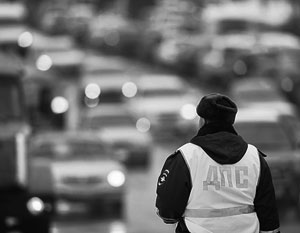 Вопреки давним традициям, российские пешеходы и водители начинают все более скрупулезно выполнять правила дорожного движения