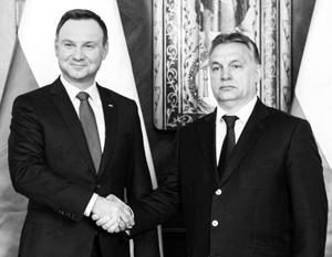 Лидеры Польши и Венгрии Анджей Дуда (слева) и Виктор Орбан готовы противостоять еврочиновникам