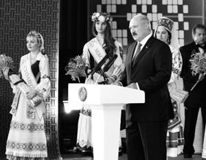 «Мы действительно себя создали, и с нами считались тогда. Все это созвучно и актуально теперь, – заявил Лукашенко