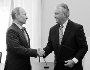 Владимир Путин встречается с Рексом Тиллерсоном летом 2012 года