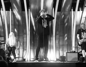 Украинский певец Иван Дорн признался: три года назад он надел футболку с трезубцем на «Новой волне» только для того, чтобы у него на родине «не воняли»