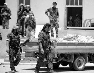 Курдские ополченцы уже захватили район Аль-Санаа на востоке Ракки