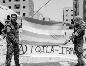 TQILA произносится как «текила». Флаг – автомат Калашникова на розовом фоне