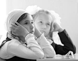 Хотя школы в Татарии делятся на татарские и русские, количество часов на обучение русскому языку и там и там одинаковое