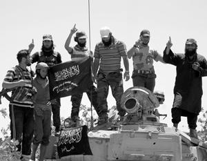 «Джебхат ан-Нусра»была серьезной военной силой, с которой то и дело вступали в альянс «умеренные оппозиционеры», поддержанные Западом