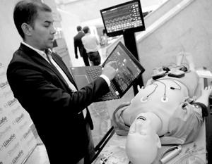 Робот-симулятор от казанской компании «Медтехника» холдинга «Швабе», который показывает успешный пример конверсии военной продукции в гражданскую
