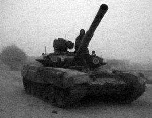 У сирийской армии под Меядином игиловцы угнали российский танк Т-90А