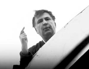 «Порошенко – вор! Прошу украинцев не допустить моего похищения!» – кричал Саакашвили с крыши