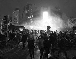 Экономические требования протестующих быстро переросли в политические, отмечают эксперты