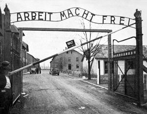 Этнических поляков среди сотрудников Освенцима не было, а среди уничтоженных там людей, напротив, были