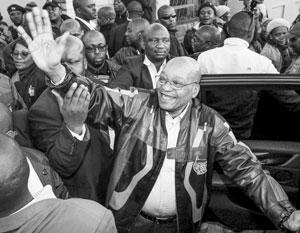 Зуму считали одним из самых экстравагантных и скандальных мировых лидеров