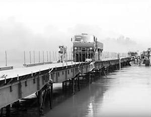Мост, построенный российскими военными, предполагалось использовать для переброски военной техники; пропускная способность составляла до 8 тыс. машин