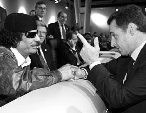 В декабре 2007-го Муаммар Каддафи приехал в Париж к Николя Саркози