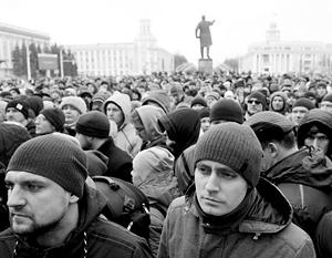 Пришедшая на центральную площадь Кемерово толпа отказывалась верить в официальные данные о погибших