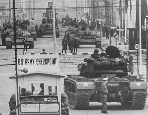 27 октября 1961 года в Берлине советские и американские танки стояли друг напротив друга