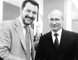 Маттео Сальвини с Владимиром Путиным в октябре 2014 года в Милане