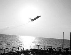 Су-24 действительно летал над «Дональдом Куком». Однако страшней при этом должно было быть российскому летчику, а не американским морякам