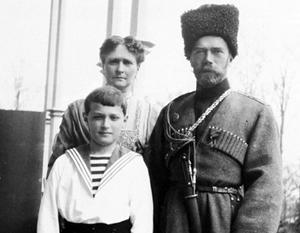 Николай Второй с императрицей Александрой Федоровной и царевичем Алексеем