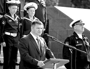 Андрей Тарасенко выступает перед моряками