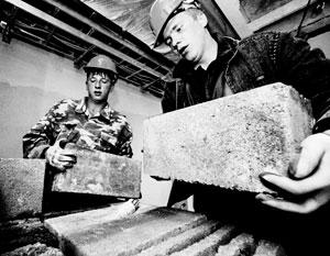 Украинцы до недавних пор активно компенсировали убыль рабочих рук в России