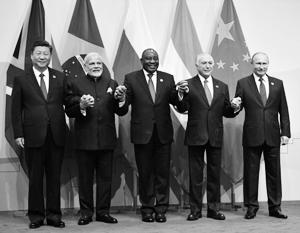 В ЮАР умудрились запутаться даже во флагах стран и фамилиях их лидеров