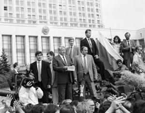 Ельцин зачитывает историческое заявление о незаконности действий ГКЧП