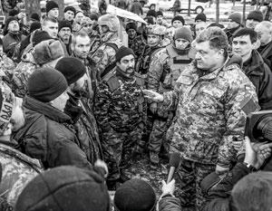 Петр Порошенко и украинские военные под Дебальцево