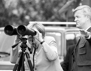 На границе с Южной Осетией канцлер провела 20 минут, разглядывая в бинокль российскую военную базу