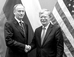 Николай Патрушев и Джон Болтон перед началом встречи в Женеве