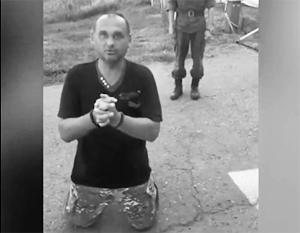 Украинский участник «АТО» на коленях попросил убежища в России
