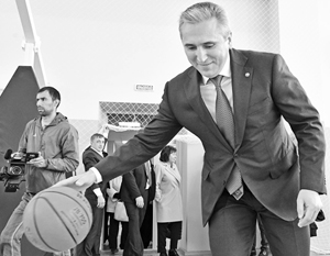 1 сентября в тюменские школы пошло рекордное число - 201 тысяча детей, радуется Александр Моор