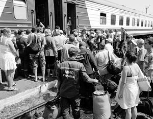 Все больше жителей Украины вынуждены уехжать заграницу - сначала на заработки.
