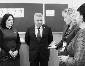Министр образования Татарстана Рафис Бурганов со школьными учителями