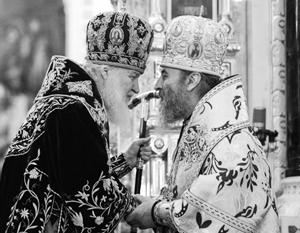 Патриарх Кирилл и митрополит Киевский и всея Украины Онуфрий на богослужении в Храме Христа Спасителя в Москве