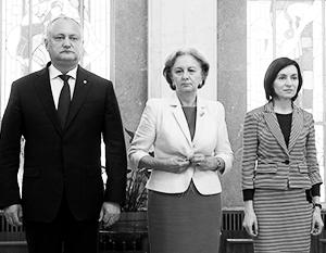 По прогнозам экспертов, Майя Санду (справа) вскоре займется отстранением Игоря Додона (слева) и Зинаиды Гречаной (в центре) от политики