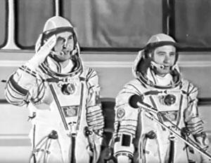 Владимир Титов и Геннадий Стрекалов перед посадкой на корабль, который через несколько минут взорвется
