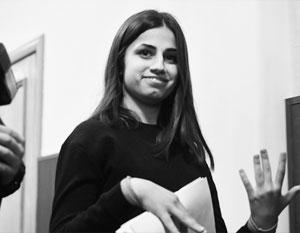 18-летняя Ангелина Хачатурян теперь привыкает жить без наручников
