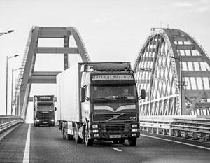 Крымский мост снова радует – теперь водителей фур и грузовиков