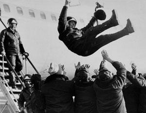Первый полет Ту-154 совершил 3 октября 1968 года. Самолет пилотировал экипаж летчика-испытателя Юрия Сухова