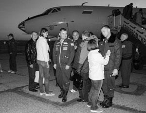Экипаж «Союза» после аварийного приземления