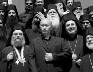 Владимир Путин во время первого посещения Святой Горы Афон в 2005 году - с настоятелями монастырей