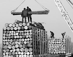 Китай в огромных количествах завозит российский лес, да только прибылей от этого российское государство почти не видит