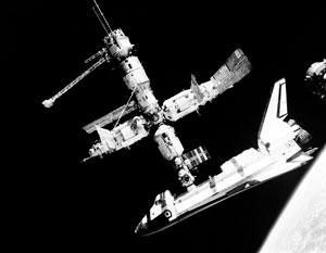 Строительство МКС начиналось со стыковок российских и американских модулей
