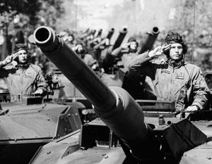 Китайские танкисты по-прежнему используют советские танки - но не исключают обернуть их против России
