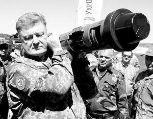 Военный и церковный проекты Порошенко, которые должны были ему помочь в президентской гонке, находятся на разных стадиях провала