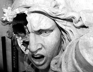 В рамках борьбы с повышением цен на бензин и дизель вандалы сломали статую Триумфальной арки