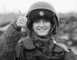 На фото, если верить современным феминисткам - солдатка. Хотя на самом деле это слово означает в русском языке жену или вдову солдата