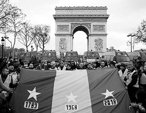 Демонстранты ставят нынешние события в один ряд с ключевыми датами французских бунтов