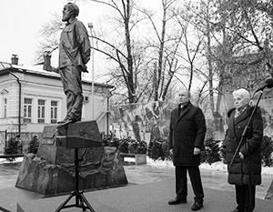 Владимир Путин выступил на открытии памятника Солженицыну в Москве