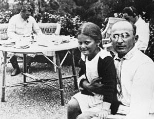 Лаврентий Берия с дочерью Сталина